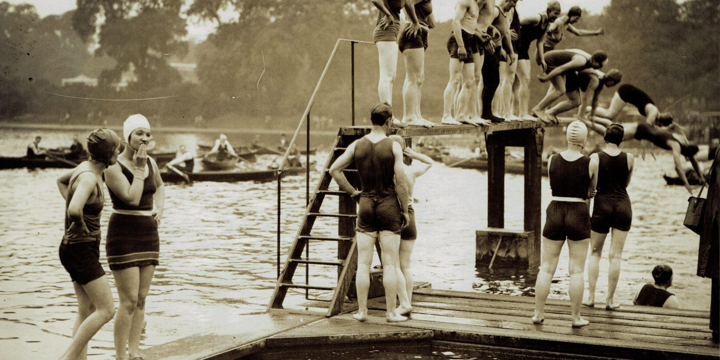 H1609 – opening of Serpentine Lido photo. 1930 Courtesy of The Hearsum Collection